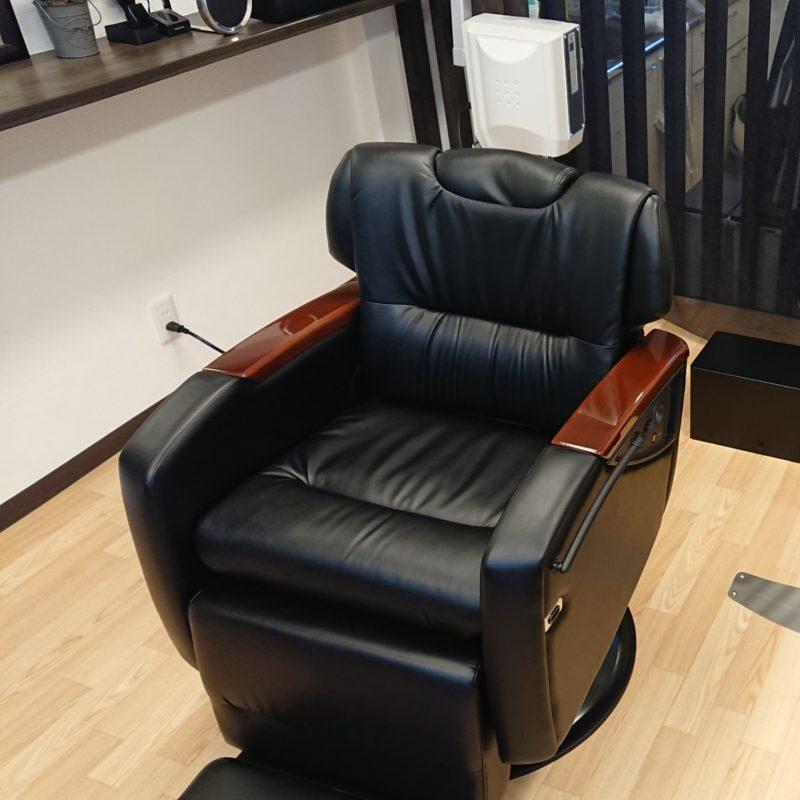 お客様をお出迎えする座り心地にこだわった椅子です